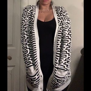 Forever 21 black and white maze Cardigan